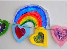 Гирлянда от цветни сърца