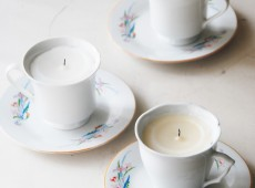 Свещ в чаена чаша